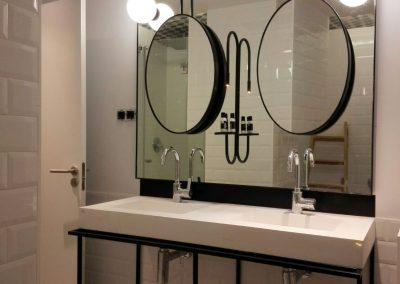 Estructura de lavabo y espejos