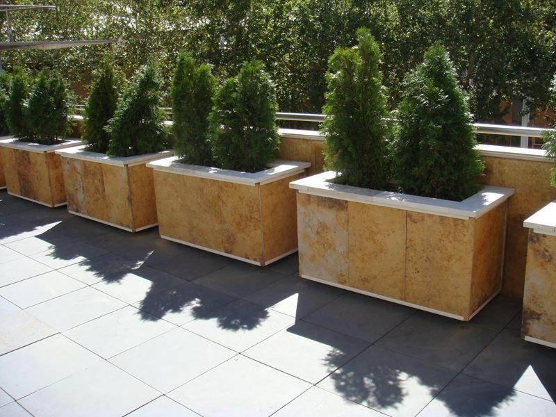 jardineras mviles forradas de piedar vista frontal interior macetas jardineras